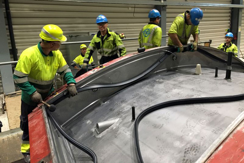Workers attach the gaskets from SEALABLE at Oslo Follo Line project